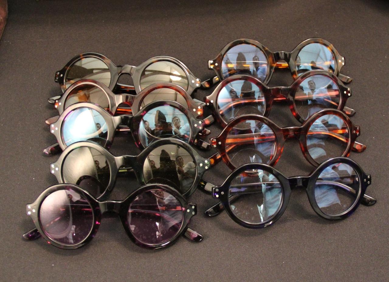 ¿Son peligrosas las gafas de sol baratas?