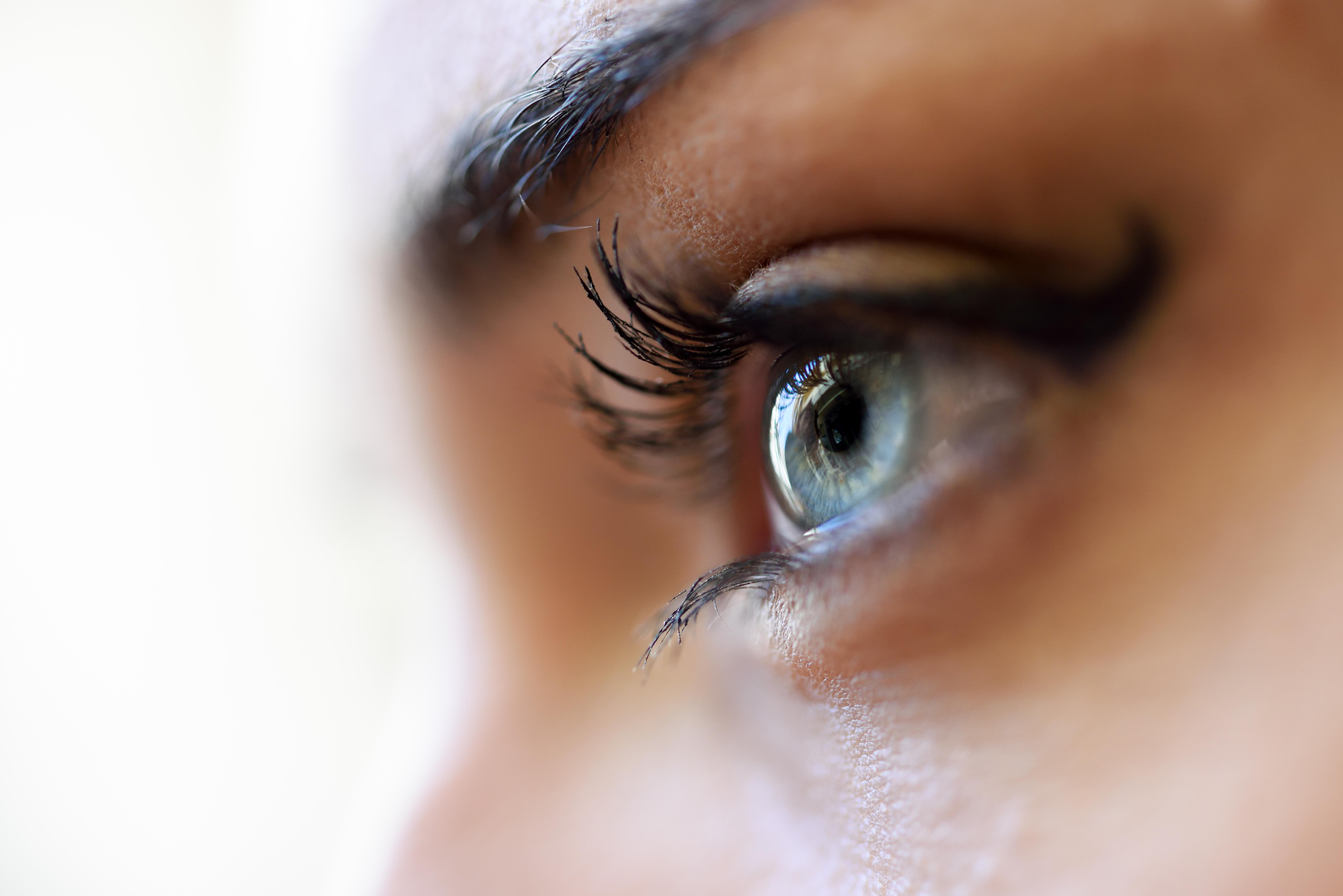 ¿Puede cambiarse el color de ojos?